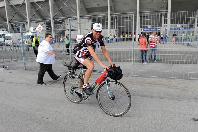 Markus Reimann vor dem Stadion in Augsburg