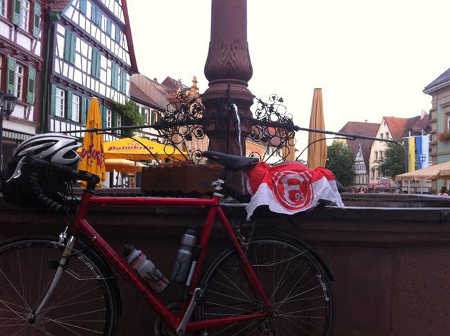 Die Fortuna-Fahne in Bretten! Fortunas Vorhut rückt näher!