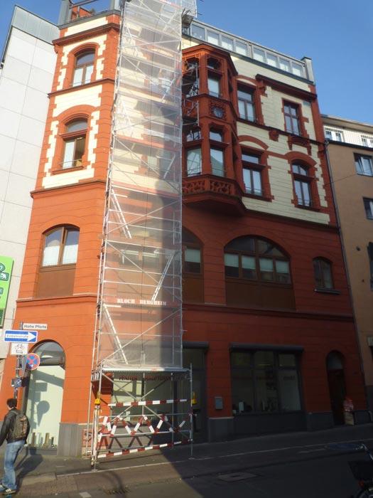 Bauschäden an historischer Fassade in Köln