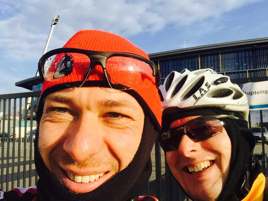 Tuna for Kids! - Selfie vor dem Stadion mit Rechtsanwalt Knut Meyer-Degering