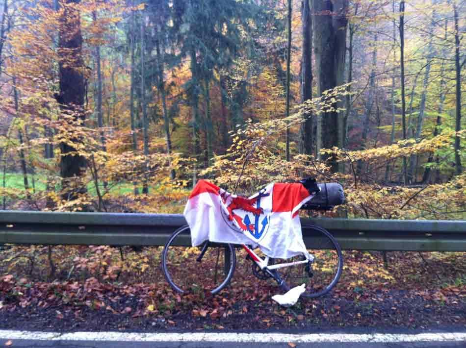 Tuna for Kids! Wer radelt so früh bei Nebel und Wind im tiefen Odenwald?
